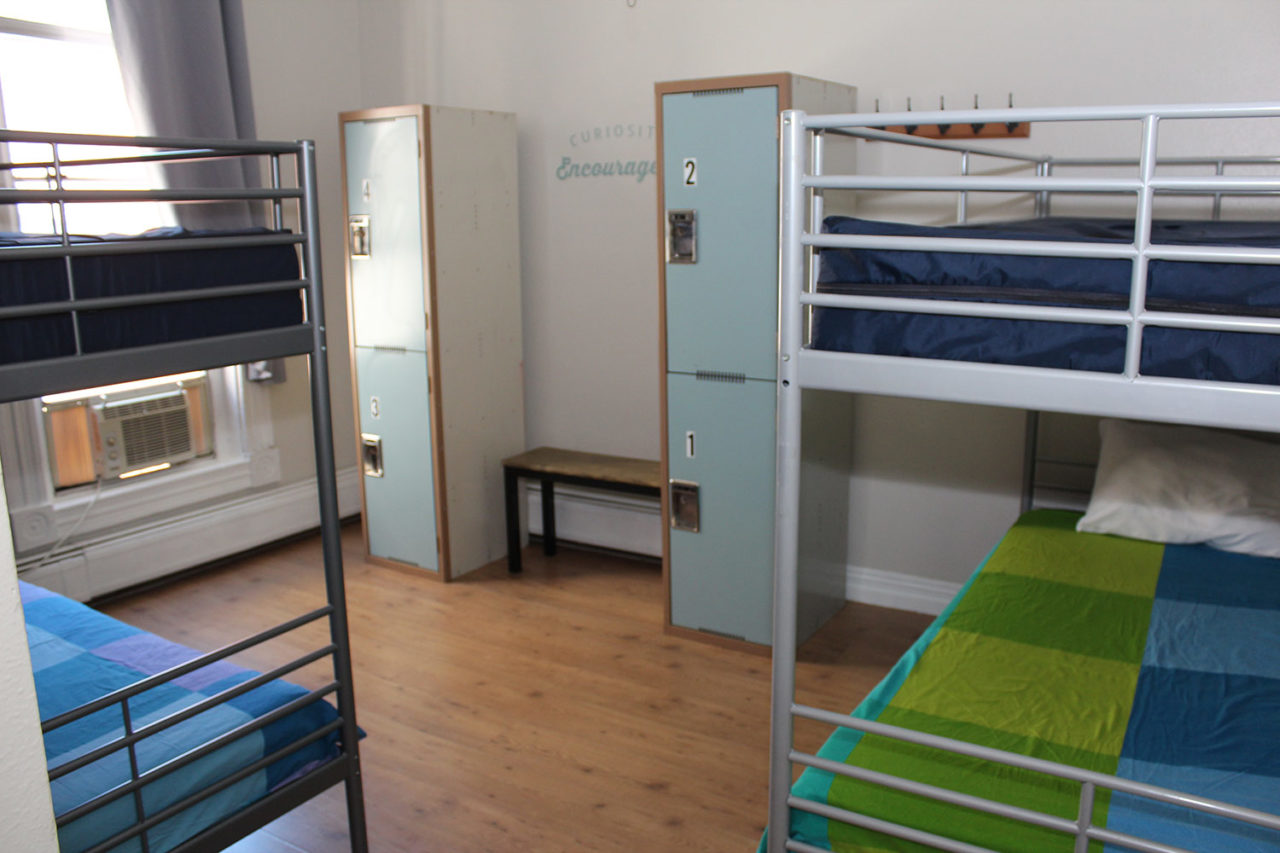 4 bed male dorm at HI San Diego Hostel