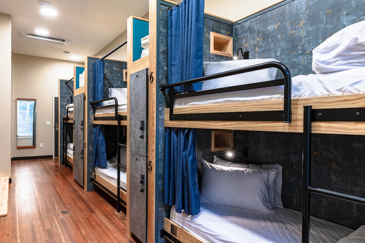 Room with 6 bunk beds
