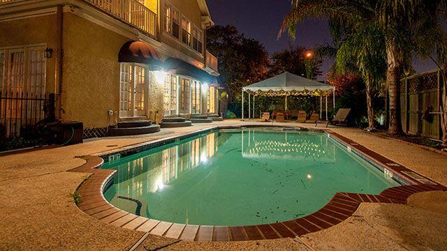 HI Houston hostel pool