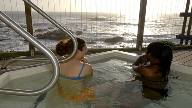 hot tub at HI Pigeon Point hostel