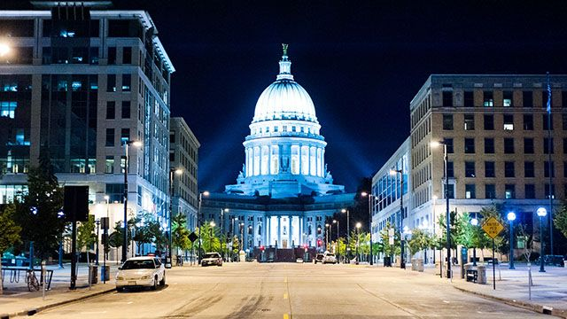 Wisconsin capitol building at night