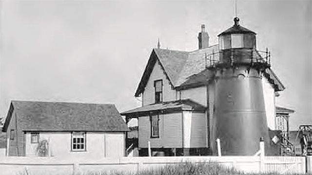 historic photo of Point Montara Lighthouse